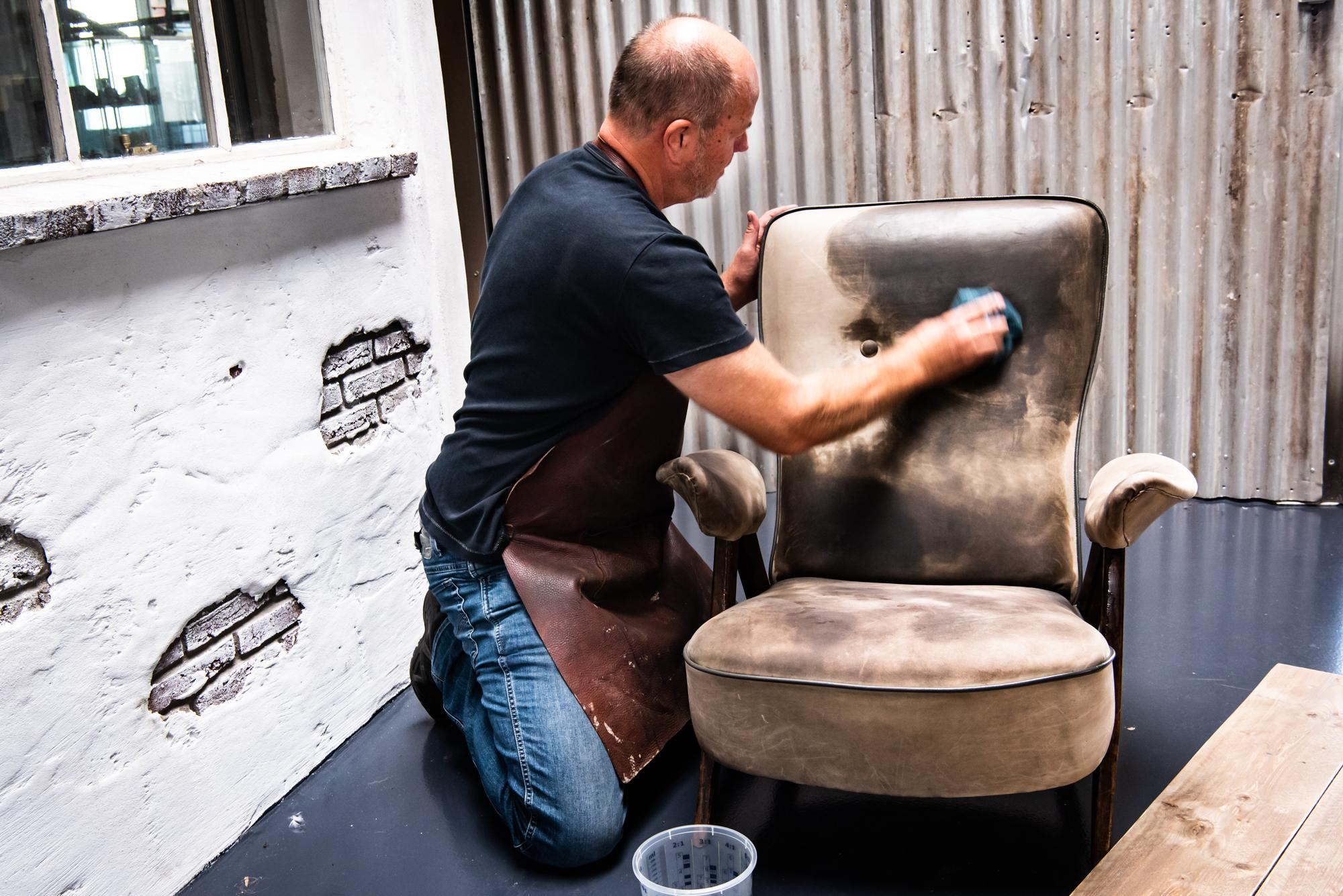 Coen van Rooij - leerfinishing meubels