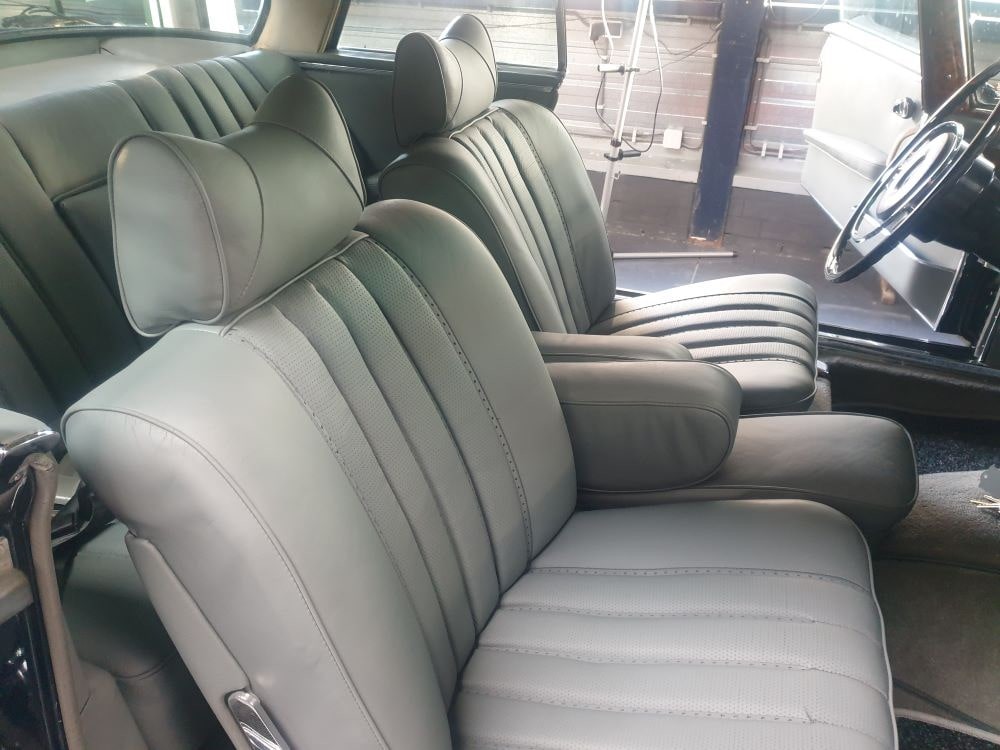 CoenvanRooij_leerrestauratie-Mercedes280SE-8
